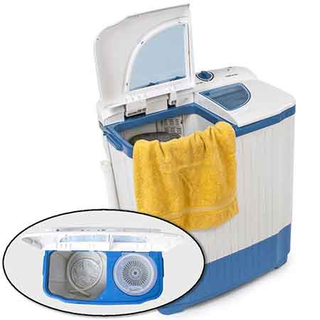 Exemple d'une mini machine à laver avec une partie lavage et un autre compartiment permettant l'essorage...